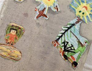 Kinderbild mit Mädchen, Jäger und zwei Sonnen